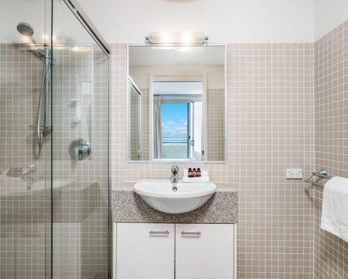 Grandview-Ballina-Accommodation-3-Penthouse-Bedroom (10)