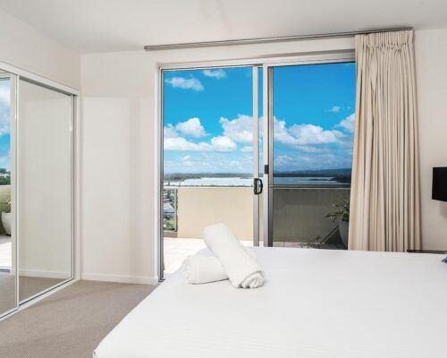 Grandview-Ballina-Accommodation-3-Penthouse-Bedroom (20)