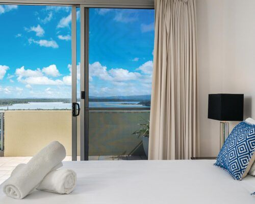 Grandview-Ballina-Accommodation-3-Penthouse-Bedroom (21)