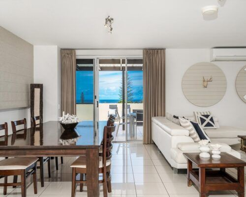 Grandview-Ballina-Accommodation-3-Penthouse-Bedroom (28)